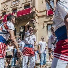 Il ballo dei bastoni durante la Fiesta Major a Sitges