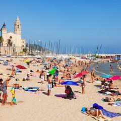 Playa de La Ribera e chiesa Sant Bartomeu e Santa Tecla a Sitges