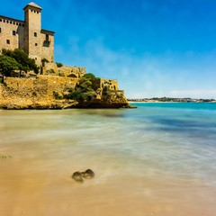 Spiaggia Tobera e castello Tamarit a Tarragona